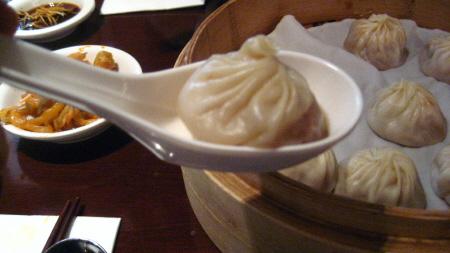 샤오롱바오 먹는 법