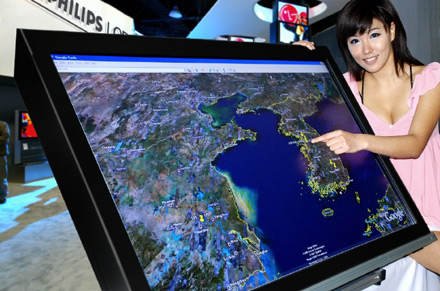 LG에서 개발한 멀티터치 52인치 LCD